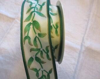 18 m Gold Green Ribbon leaves off-white motif