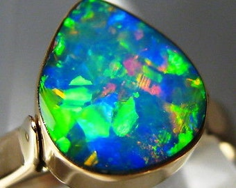 Lightning! 2.6gm Aust Opal Inlay on Black Boulder 14k solid gold ring Free Size!