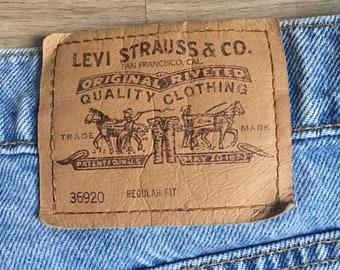 Levis 36920 cut off shorts