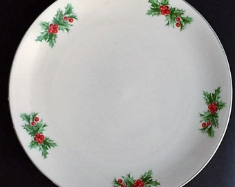 "Festive Holiday Plate - 10 1/2"" Triomphe Holly & Berries"