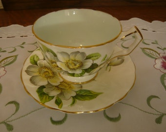 Vintage Aynsley  Bone China teacup and saucer Made in England Magnolia 1934-39