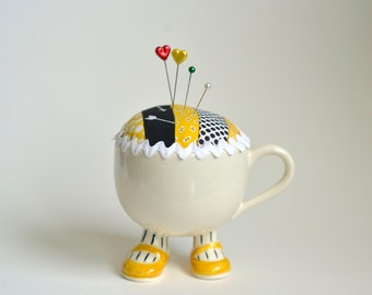 Teacup with feet pincushion