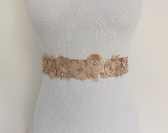 Champagne floral sash belt. Bridal sash. Embroidered lace flowers decorated with pearls. Wedding dress sash.