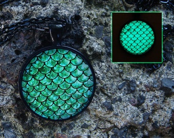 Glowing Necklace Mermaid Scales / Glow in the dark / Green Scales / Mermaid Jewelry / Glowing Pendant / Mermaid Pendant / Mermaid Necklace