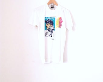 Lou Gehrig stamp baseball memorial t-shirt. 90's graphic print white cotton tee.