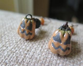 Jack O Lantern earrings, pumpkin earrings, Halloween earrings, Halloween jewelry, orange and black earrings, Halloween gift, fun earrings