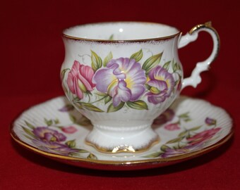 Elizabethan Teacup,  English Bone China Tea Cup, Floral Tea Cup, Vintage Tea Party Table