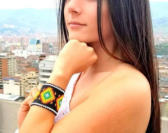 Beautifully hand crafted beaded bracelet Mexican