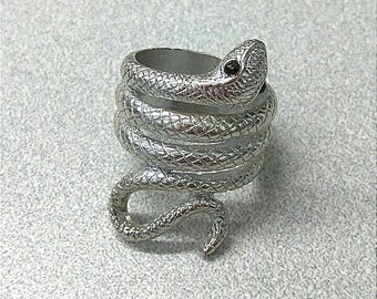 Silver Tone Snake Ring, Viper Serpent Ring, Accessories, Fashion Jewelry, Boutique.  R013