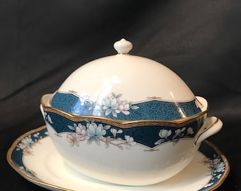 Noritake Bone China 'Sandhurst #9742' Gravy Boat, Lid and Underplate