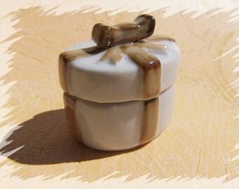 Jewelry box vintage tin pill can vintage decorative tin ceramic tin Box