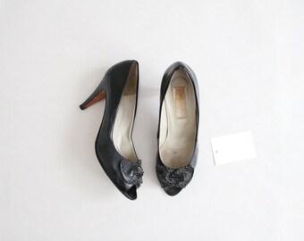 black peep toe heels | bow heels | size 8 8.5 heels