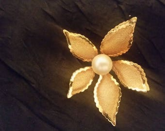 Gold-tone flower brooch with pearl-like bead