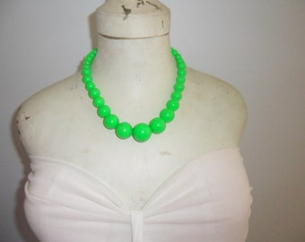 Authentic Vintage Bright Green Plastic Lucite Necklace With Extension Chain.