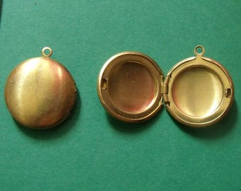 set of 2 charms round gold open 20mm in diameter