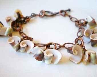 Shell Bracelet, Sea Shell Charm Bracelet, Textured and Hammered Copper Links Shell Bangle, Spiral Shell Bracelet