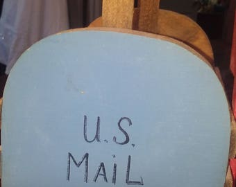 U.S. Mail Basket Letter Organizer In the shape of a Mailbox. Great Condition