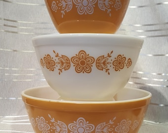 Vintage Pyrex Butterfly Gold Mixing Bowls  Set of 3