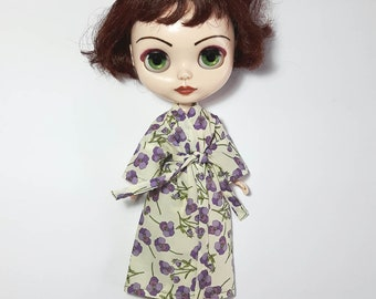 Blythe (and small Azone Pure Neemo) pansy Liberty print kimono-style dressing gown/bath robe