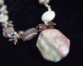 Shiny Agate Necklace-Iridescent Glass-1980-20 inch