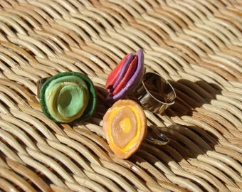 Handmade original ceramic rings in Spain, crafted in red, ochre and green tones