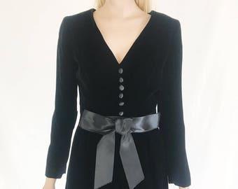 Vintage 60's Black Velvet Dress. Size Small