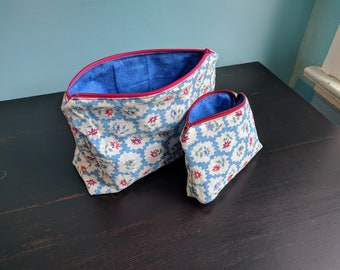 Zippy pouch - Blue & Flowers
