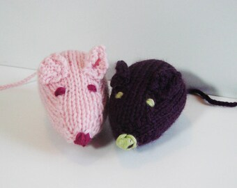 Knitted mouse - handmade - plum and pink