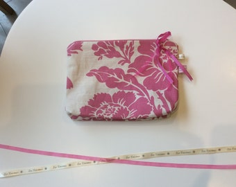 Toiletry bag in vintage fabric