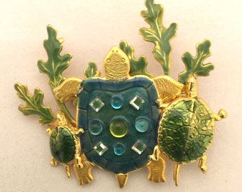 3 TURTLE sea cluster large brooch in green enamels with rhinestones on gold tone metal, ocean sea beach vintage pin