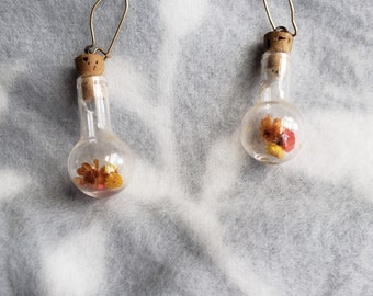 Straw Flowers in the Glass Dangle Earrings