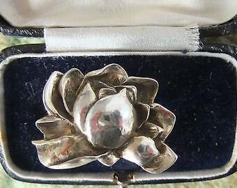 Art Nouveau inspired hallmarked silver water lily brooch - hallmark for London