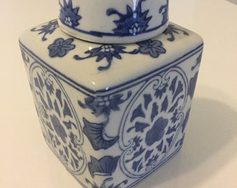 Ginger Jar Blue Willow Chinoiserie Decor