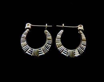 Pair of 10K Yellow Gold Hoop Earrings, 1.1g E1059