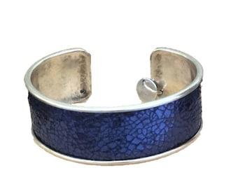 BLUE METAL BANGLE BRACELET