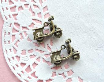 Lotto 15 Pendants Vespa-Bronze Charms