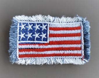 Flag-style sewing patch with fringes
