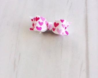 Pink hearts - Headband or hairclip - Valentines hair bows