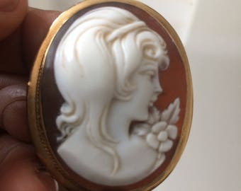 9ct Gold Shell Cameo. Full of Detail and Character