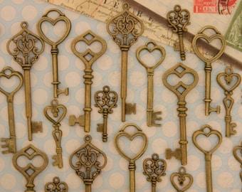 30 wedding keys skeleton keys antique vintage charms wedding favors jewelry supply victorian steampunk keys clés old key skeleton keys bulk
