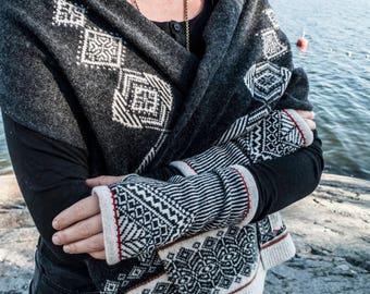 Arktisk Wristwarmers knitted in 100% Merino Lambs wool