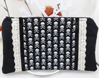 """""""Skulls"""" Black Suede pouch"""