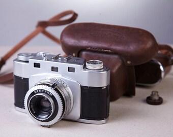 Rangefinder Film Camera Yunost (Junost). Made by GOMZ (LOMO). Rare Russian camera. Not Working.