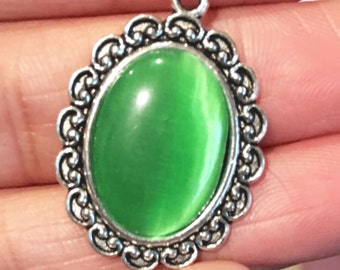 3Glass cabochon with antique silver setting, antique silver flat oval pendant, zinc alloy Green  glass pendant 21x29mm