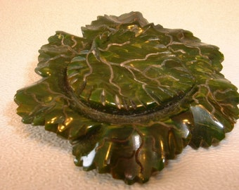 Carved Green Bakelite Pin Brooch (E297)