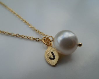 Bridesmaid Necklace, Gold Or Silver Necklace with 10mm Swarovski Pearl, Personalized Initial Leaf, Bridesmaid Gift