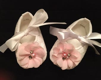 White Lace Baby Shoes - White Shoes with Light Pink Flower Accent - Flower Girl Baby Shoes - Baby Dress Shoes