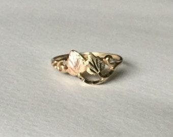 Black Hills Gold band ring 2 leaves 10k