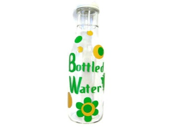 DESTASH Glass Bottle with Open Daisy Flowers Butterflies in Green and Yellow, Vinyl Decal, Water Bottle, Working Out Bottle, Yoga Bottle