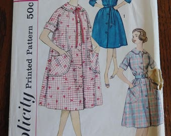 Simplicity 3712 Vintage Women's Robe Housedress Big Pockets Size 14 Bust 34